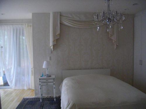 ベッド上にスワッグバランス