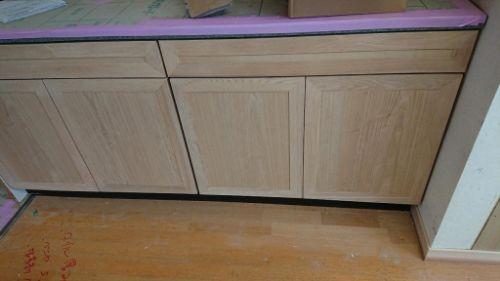 キッチンユニットを高級家具にリニューアル